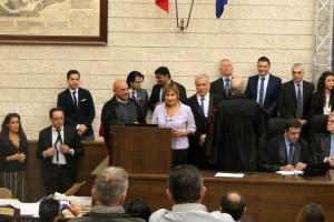 Η Dr. Μαρία Κοκόση από τον Βόλο ευχαριστεί τον πρύτανη του Πανεπιστημίου του Μπάρι για τις γνώσεις που απέκτησε κατά την διάρκεια του μεταπτυχιακού προγράμματος.